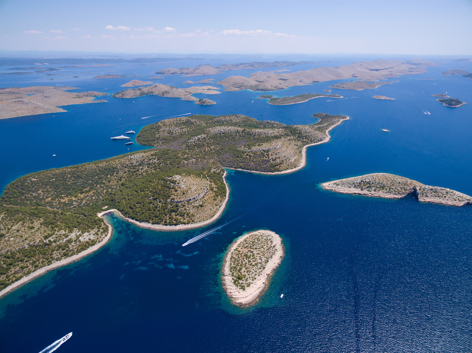 Sailing around Kornati archipelago